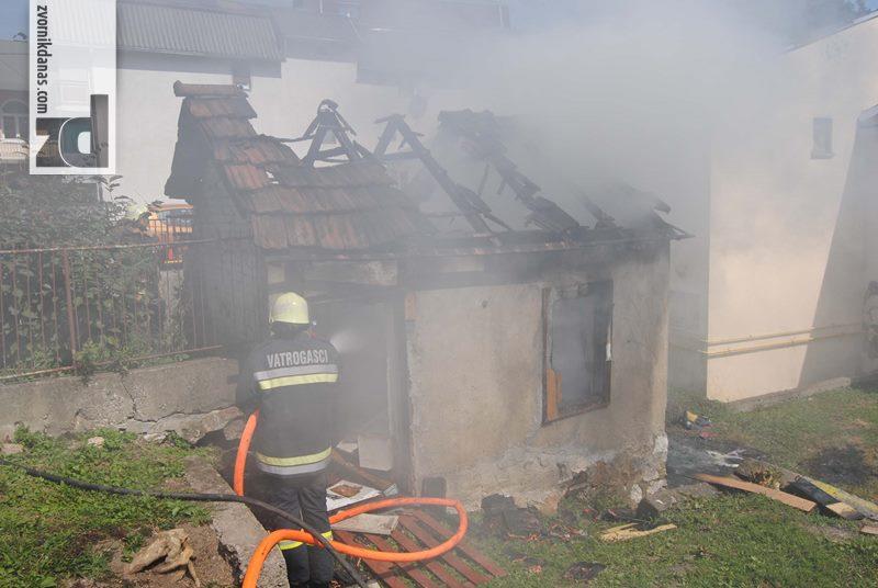 Photo of Požar u centru Zvornika: Izgorio pomoćni objekat