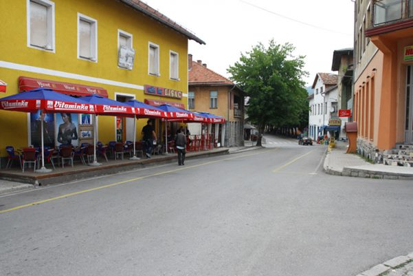 Photo of Građani Bosanskog Petrovca uznemireni: Vehabije im poturale vjerske knjige i letke