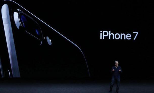 Photo of Predstavljen iPhone 7 – vodootporan i sa bežičnim slušalicama (foto)