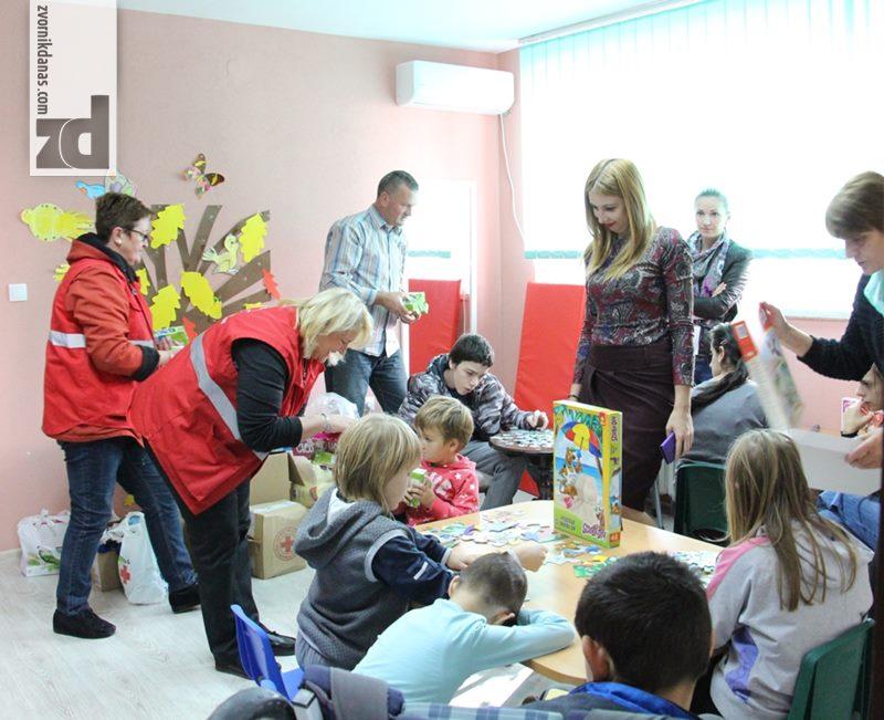 Photo of Pokloni zvorničkog Crvenog krsta djeci