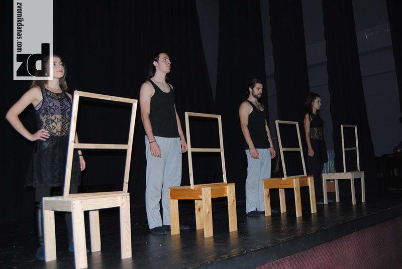 "Photo of Predstavom ""Granice"" nastavljen Festival omladnskih pozorišta Srpske"