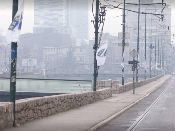 na-dan-drzavnosti-sarajevo-okiceno-ratnim-zastavama