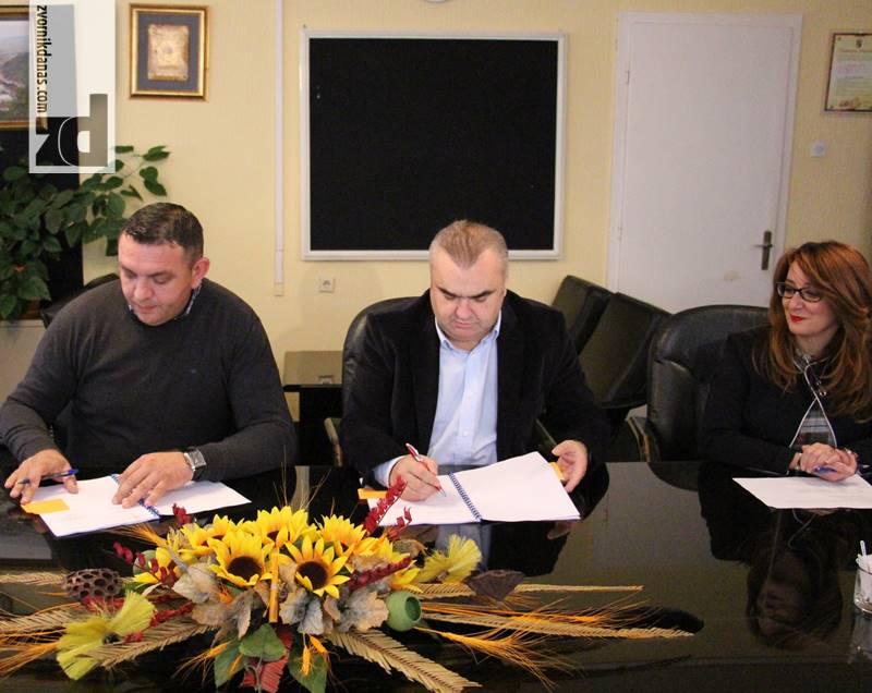 Photo of Stevanović potpisao Ugovor za izgradnju i rekonstrukciju vodovodne i kanalizacione mreže