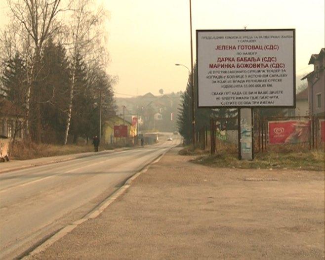 I. Sarajevo: Bilbordi zbog poništenog tendera za izgradnju bolnice (Foto: RTRS)