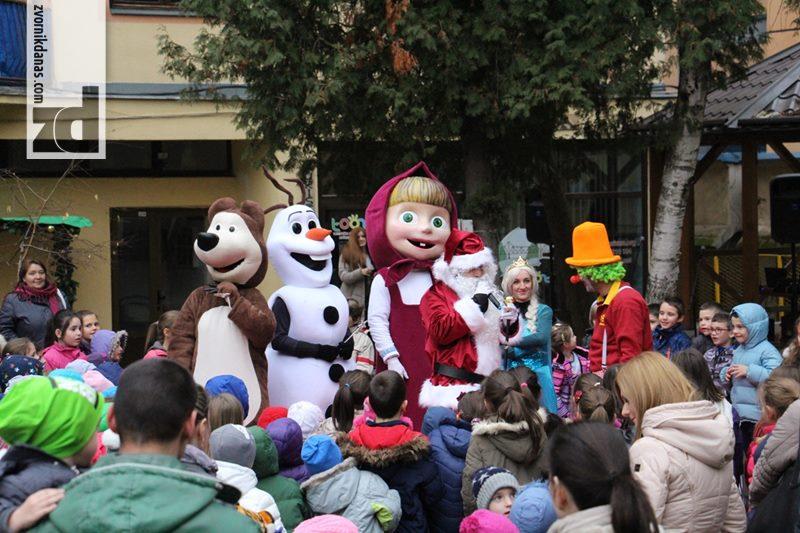 """Photo of Uz muziku, Djeda mraza i novogodišnje sijalice počela """"Zimska tržnica"""" (foto)"""