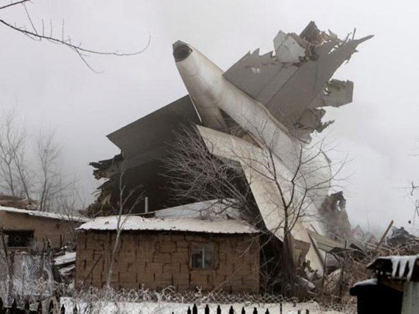 Photo of Srušio se turski avion, poginulo 37 osoba, uništene 32 zgrade (video)