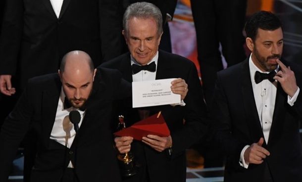 """Photo of """"Mjesečini"""" Oskar za najbolji film u bizarnoj završnici dodjele"""