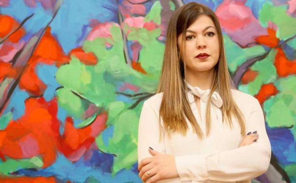 Photo of Izložba Marije Bjelošević u Banjaluci: Sjećanjima na djetinjstvo obojila slike