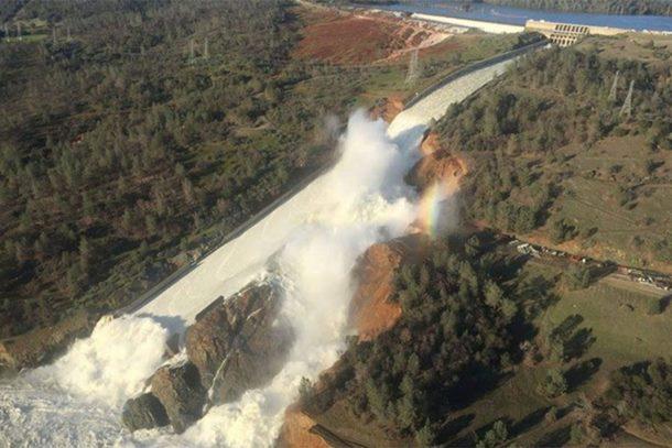 Najviša brana u SAD bi mogla popustiti, naređena evakuacija 130.000 osoba (video)