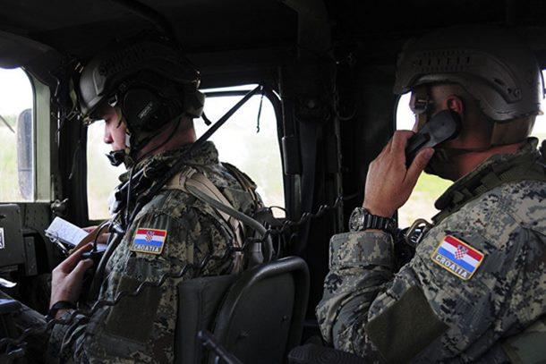 Photo of I Hrvati hoće da obuzdaju Rusiju: Tigrovi, rakete, vozila 140 km od Kalinjingrada