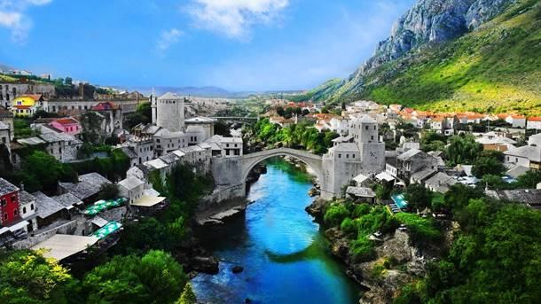 Umjesto što se prepucavate, pomozite Srbima u Mostaru