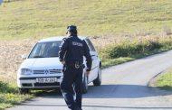 Sa čim se sve susreće policija: Pijana djevojka pobjegla iz policijskog auta
