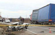 Bijeljina: Sudar kamiona i golfa, vozač ispao iz auta