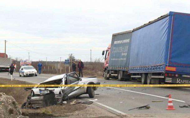 Photo of Bijeljina: Sudar kamiona i golfa, vozač ispao iz auta
