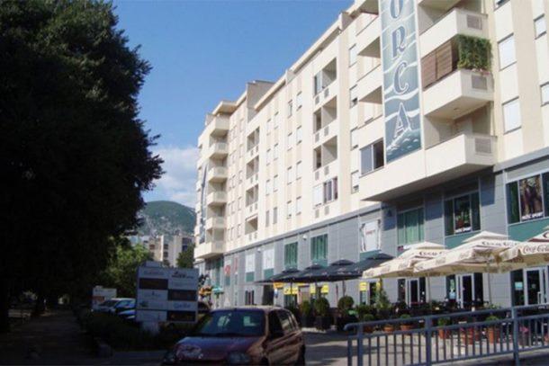 Photo of Zapaljena zastava BiH na zgradi zajedničkih institucija u Mostaru