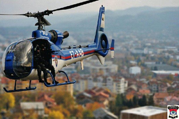 Helikopter i pripadnici MUP-a RS traže razbojnike nakon pljačke u Drvaru