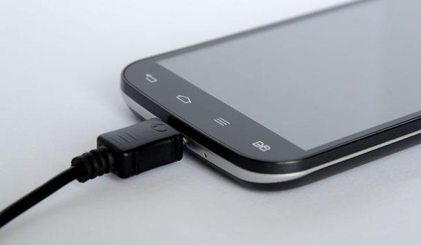 Photo of NIKAKO NA 100 ODSTO! Cijelog života POGREŠNO punite telefon, evo kako se to u stvari radi!