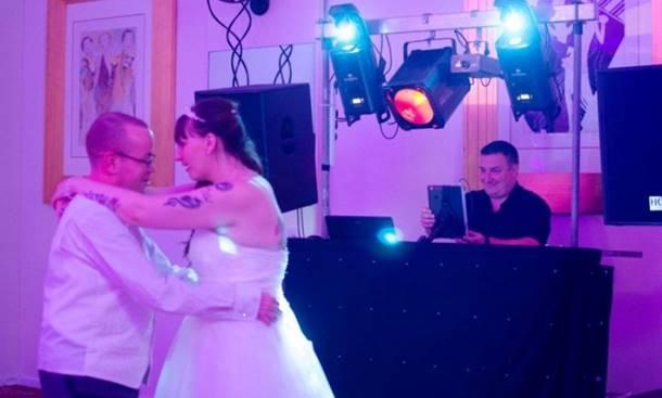 Photo of Mladoženja na svadbi otkrio tajnu od mlade, gosti ostali šokirani
