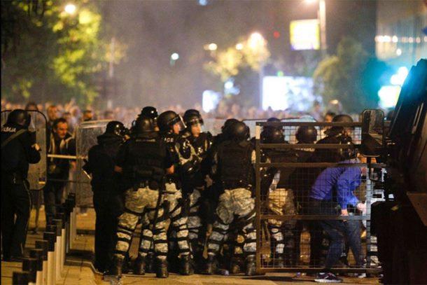 Photo of Situacija u Skoplju normalizovana: Povrijeđeno preko 100 osoba, uključujući i Zorana Zaeva