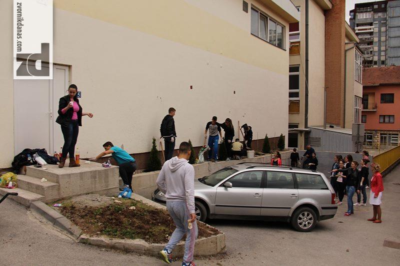 """Photo of Uređenje igrališta u kampanji """"April mjesec čistoće"""""""