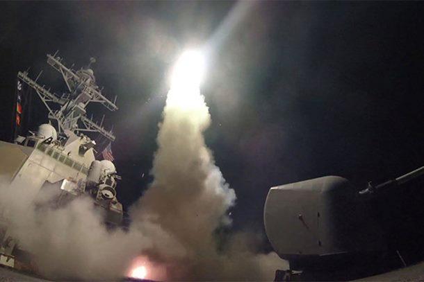 Photo of ODMAZDA: Amerikanci bombardovali sirijsku vojnu bazu po naređenju Trampa (video)