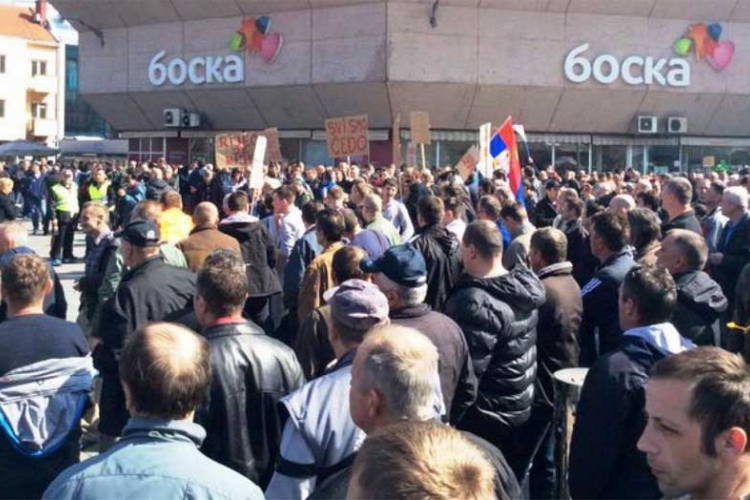 Photo of Počelo okupljanje radnika na Trgu Krajine