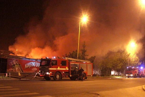 Photo of Izgorjela buvlja pijaca u Tuzli