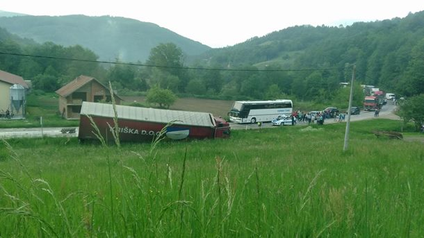 U saobraćajnoj nezgodi teško povrijeđen vozač kamiona