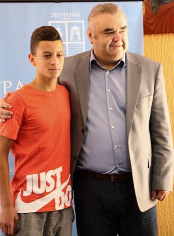 """Photo of Gradonačelnik Stevanović primio fudbalera """"Partizana"""" Nemanju Jovića"""