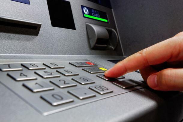 Bankomat novac izbacio lopovu