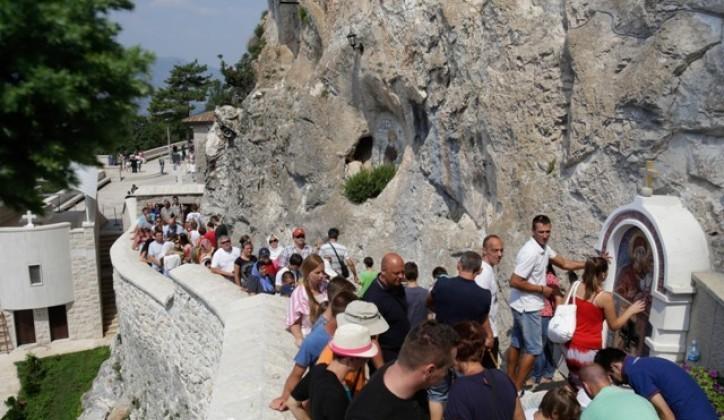 Okončana drama kod Ostroga: Odblokiran prolaz, putnici iz Zvornika stigli do manastira