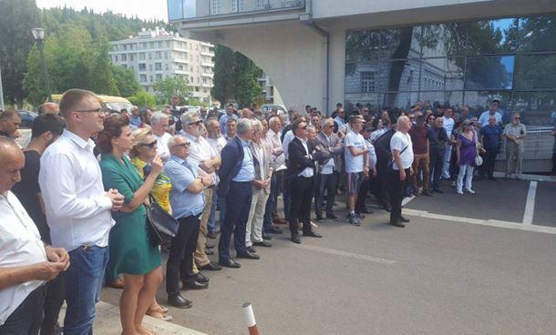 Photo of Protest u Crnoj Gori: Stop progonu ćirilice iz škola