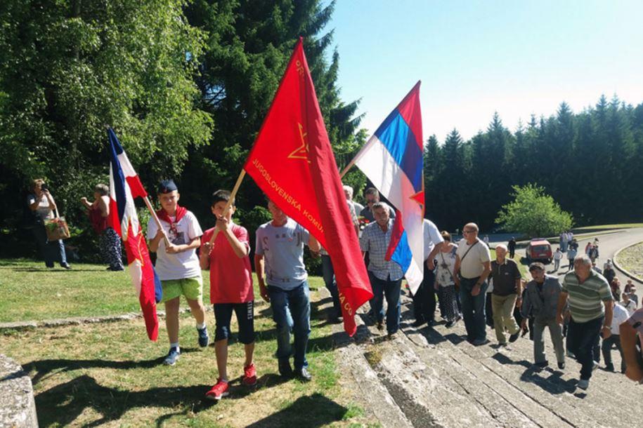 Photo of Obilježavanje 75 godina od Bitke na Kozari: Dodiku uručeni medalja i knjiga