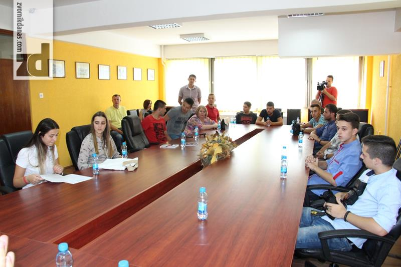Photo of Potpisani ugovori u okviru Omladinske banke Zvornik