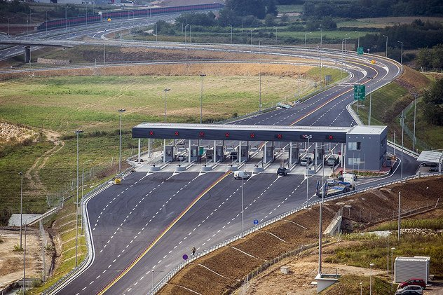 """Photo of Naplaćeno 1,8 miliona KM putarine na autoputu """"9. januar"""""""