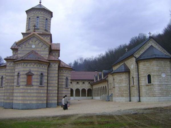 Photo of Patrijarh Irinej i Dodik danas na osveštanju manastira Osovica