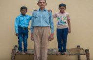 Ima samo osam godina a visok je skoro dva metra (video)