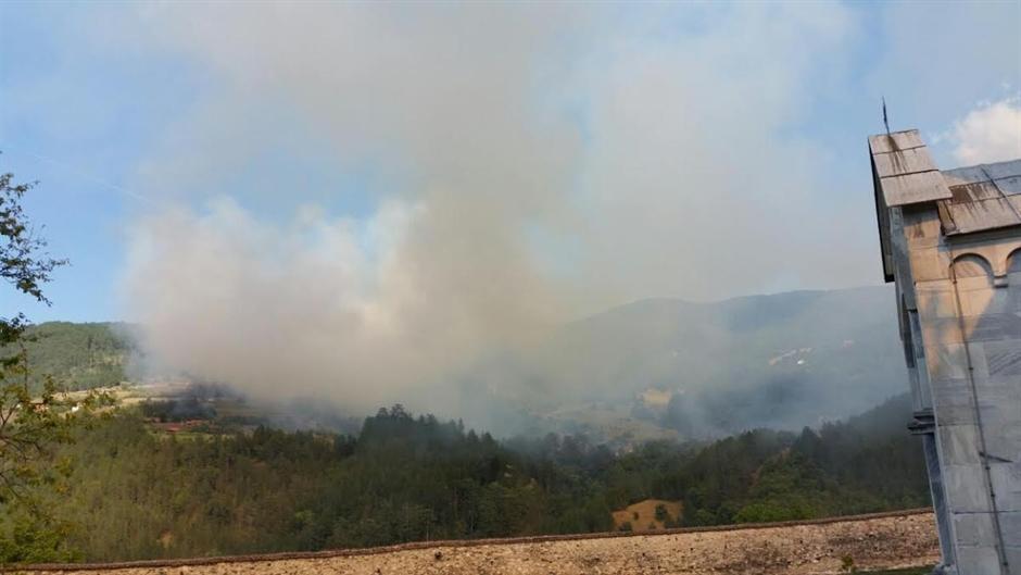 Veliki požar izbio u okolini Studenice