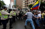 U sukobu policije i demonstranata troje mrtvih