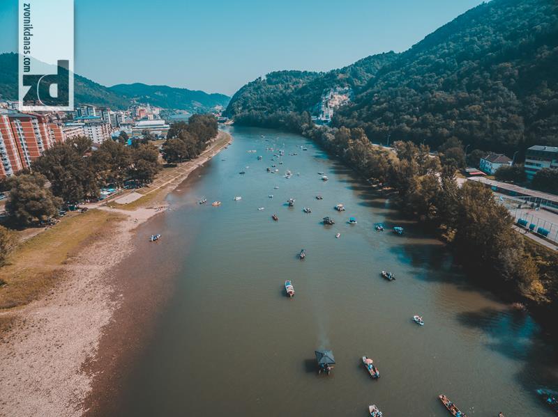 Photo of Regata okupila oko 200 plovila sa preko 1.500 učesnika sa obje obale rijeke Drine