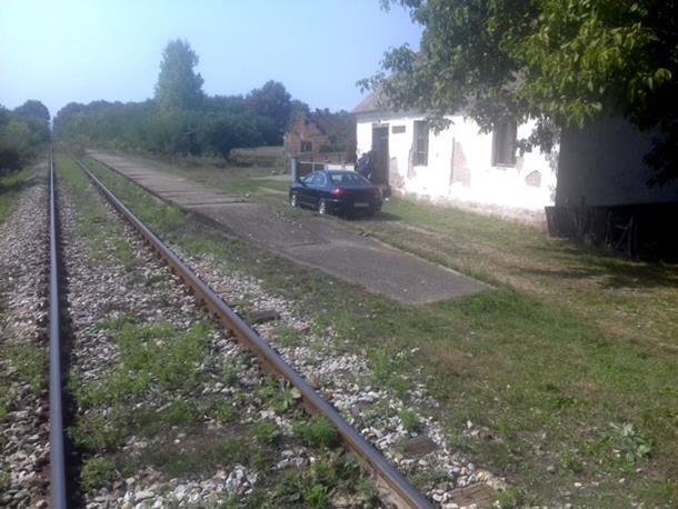 Photo of VOZ UBIO DJEVOJKU KOD LOZNICE: Dogovorili se da zajedno stanu na prugu