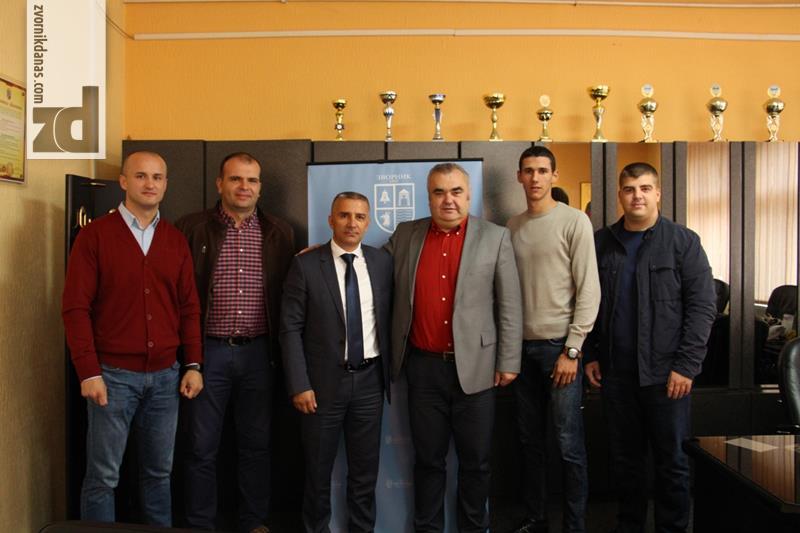 Photo of Gradonačelnik čestitao tekvondoistima uspjeh na Svjetskom prvenstvu