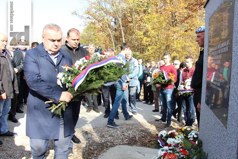 Photo of Na Glođanskom brdu obilježeno 25 godina od zločina nad srpskim borcima i civilima