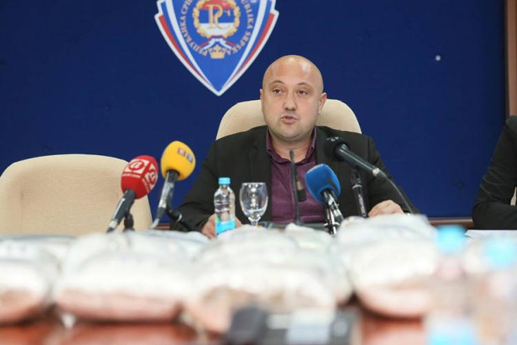 Photo of U Gradišci zaplijenjen 21 kilogram droge, trojica uhapšena