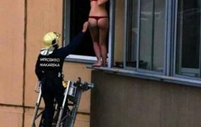 Vatrogasci spasavali djevojku u crvenim tangama