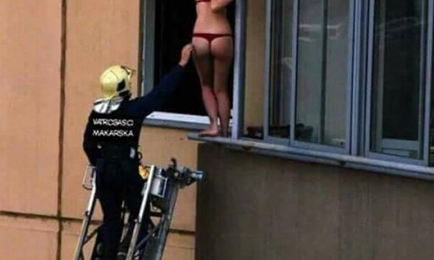 Photo of Vatrogasci spasavali djevojku u crvenim tangama