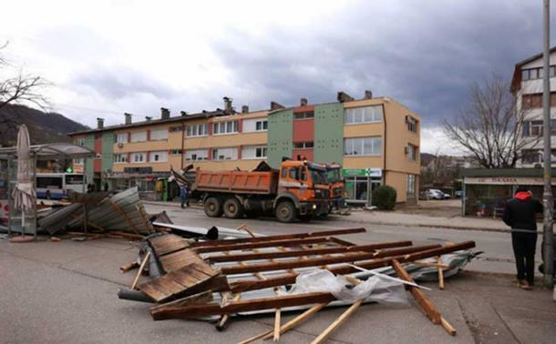Photo of Vjetar rušio stabla po Banjaluci i Zvorniku, vanredna situacija u Kneževu