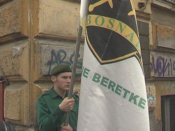 "Photo of Ratnohuškačke poruke ""Zelenih beretki"""