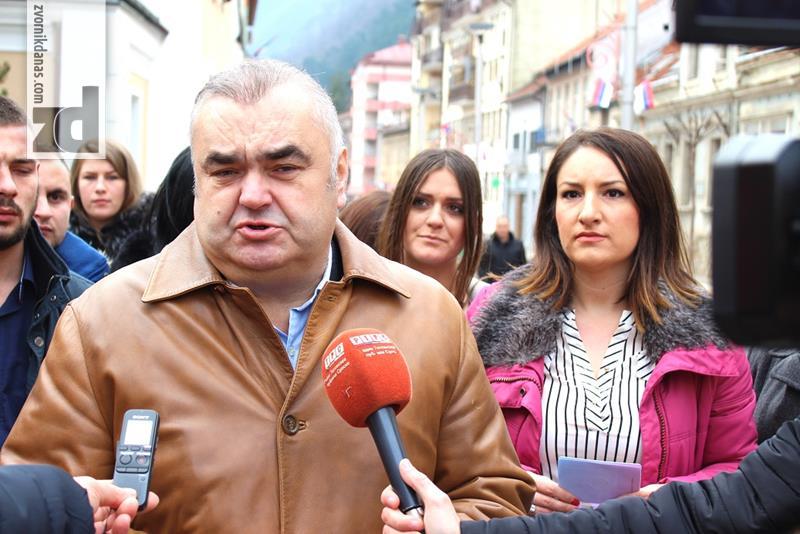 """Photo of Prvi """"Pasoš Republike Srpske"""" u Zvorniku dodijeljen gradonačelniku Stevanoviću"""