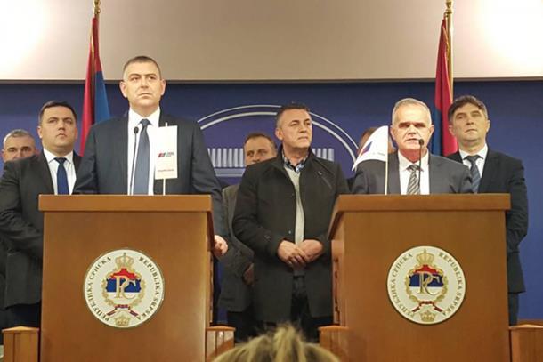 Photo of Naprednjaci se ujedinjuju u jednu stranku, ostaju u SzP-u